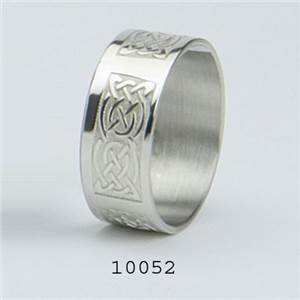 Pewter Serviette Ring with Celtic Design - EBP-10052 by Edwin Blyde.